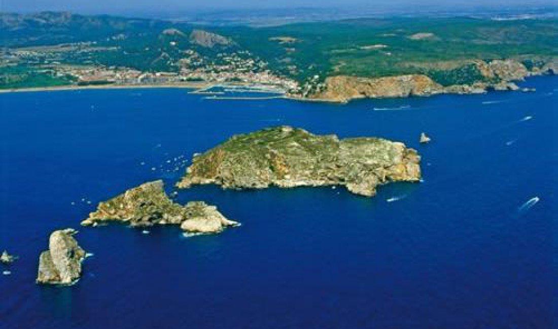 Travel and transfers Girona - Trip to Illes Medes - Estartit